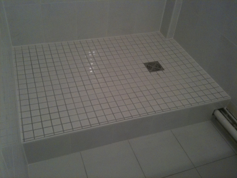 Poser carrelage bac de douche for Pose carrelage douche italienne